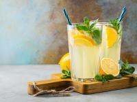 Lemoniada ‒ właściwości i skład. Przepis na lemoniadę