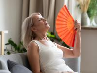 Menopauza ‒ przyczyny i symptomy. Jak złagodzić objawy menopauzy?
