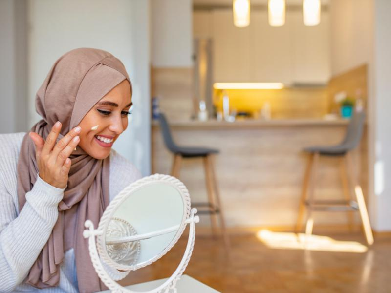 Olejek Busjana to arabski sposób na zachowanie pięknej skóry. Źródło: shutterstock