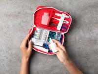 Apteczka pierwszej pomocy - co powinno się w niej znajdować?
