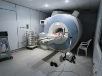 Rezonans magnetyczny (RM) – opis, działanie i zastosowanie rezonansu magnetycznego