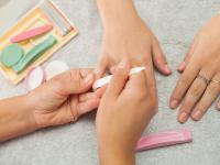 Manicure japoński ‒ opis, efekty i działanie. Jak wykonać manicure japoński?