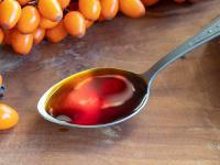 Olejek rokitnikowy ‒ właściwości i działanie. Jak stosować olejek rokitnikowy?
