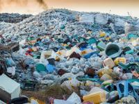 Tylko 20 firm produkuje aż połowę plastiku, który zaśmieca środowisko