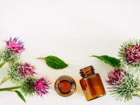 Olejek łopianowy – właściwości i działanie. Jak stosować olejek łopianowy?