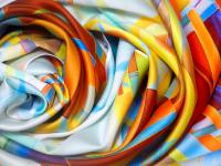 Jedwab tkanina ‒ opis, właściwości i zastosowanie jedwabiu