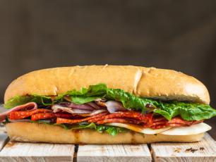 Słynne i pomysłowe kanapki – poznaj przepisy dla każdego