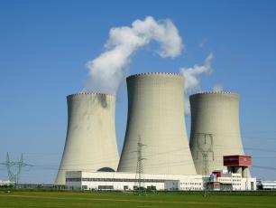 Minister Czarnek będzie zajmował się reaktorami jądrowymi