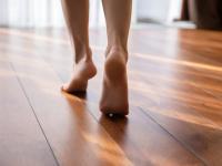 Drewniana podłoga może zamienić kroki w elektryczność