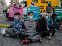 Ekolodzy zablokowali ministerstwo Sasina! Mają dość i żądają odejścia Polski od węgla