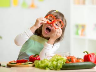 Jak sprawić by nasze dzieci były szczęśliwe? Serwujmy im warzywa i owoce