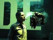 Podczas swojego performance Rodrigo Garcia wbija szpikulec w żywego homara.